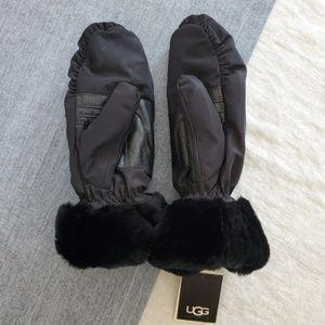 NWT UGG Mittens Black L/XL